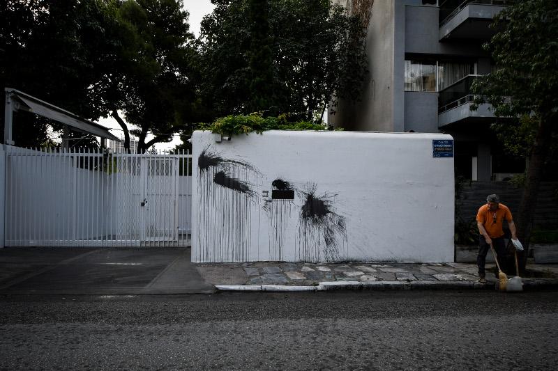 Μπογιές στον τοίχο της οικίας του Τζέφρι Πάιατ