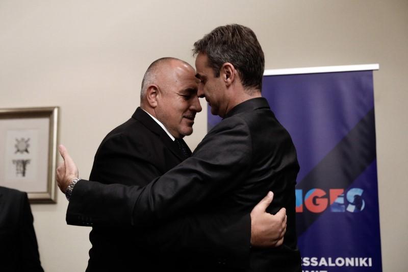 Μπόικο Μπορίσοφ αγκαλιάζει τον Κυριάκο Μητσοτάκη