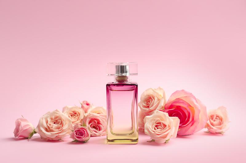 άρωμα και ροζ τριαντάφυλλα