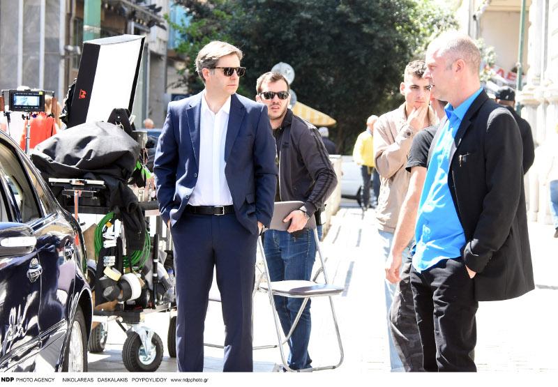 Οι δύο ηθοποιοί στα γυρίσματα της ταινίας του Κώστα Γαβρά. Στέκονται ο ένας απέναντι από τον άλλον.