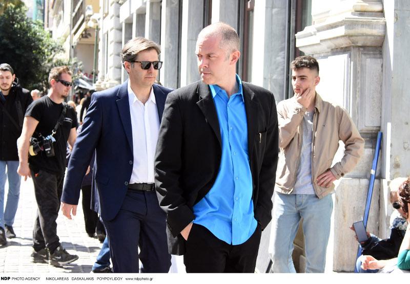Ο Αλέξανδρος Μπουρδούμης και ο Χρήστος Λούλης περπατούν στο κέντρο της Αθήνας