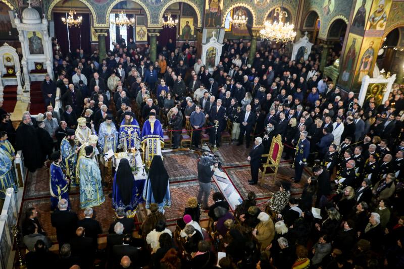 Εορτασμός των Θεοφανείων στον Ι.Ναό της Αγίας Τριάδος στον Πειραιά χοροστατούντος του Αρχιεπισκόπου Ιερώνυμου και παρουσία της πολιτικής και στρατιωτικής ηγεσίας