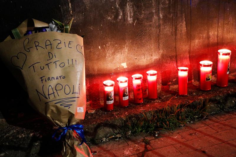 Κεριά και λουλούδια για τον Ντιεγκίτο