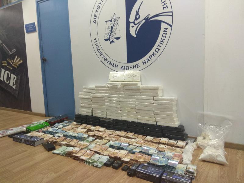 Ναρκωτικά και  χρήματα εντόπισαν οι Αρχές