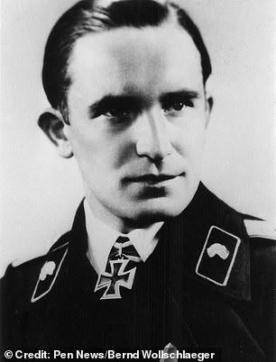 Ο Arthur Wollschlaeger με το Σιδηρούν Σταυρό που του είχε απονείμει ο Αδόλφος Χίτλερ