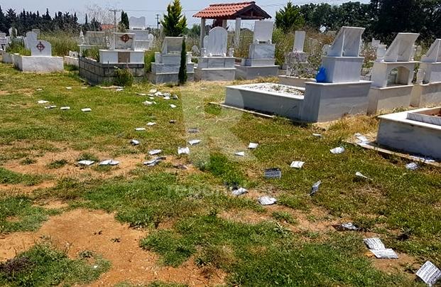 Φυλλάδια Χρυσής Αυγής σε νεκροταφείο