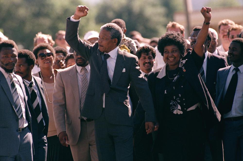 Ο Νέλσον Μαντέλα αποφυλακίστηκε το 1990, 27 χρόνια μετά την καταδίκη του σε ισόβια στις 12 Ιουνίου 1964