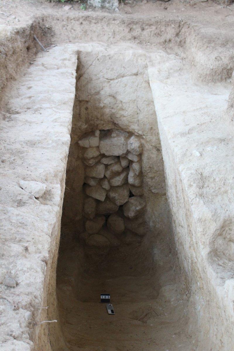 Ο ένας από τους δύο ασύλητους τάφους που εντοπίστηκαν στο μυκηναϊκό νεκροταφείο της Νεμέας