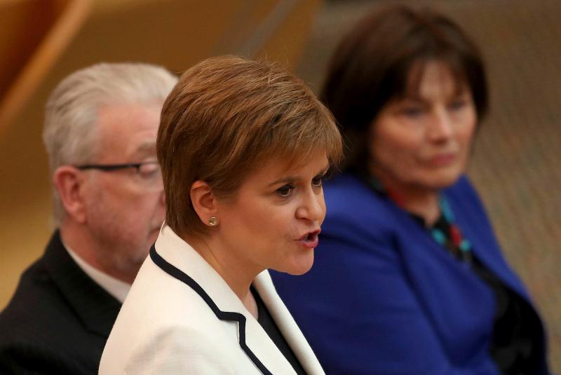Η πρωθυπουργός της Σκωτίας, Νίκολα Στέρτζον, απευθύνεται σε βουλευτές του κυβερνώντος κόμματος SNP.