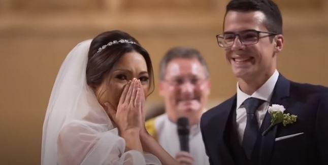 Η μεγάλη συγκίνηση της νύφης όταν ανακάλυψε ότι τα παρανυφάκια της ήταν μαθητές της