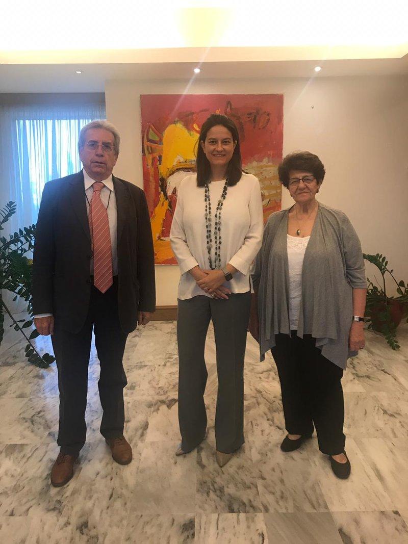 Η υπουργός Παιδείας Νίκη Κεραμέως με τον Παναγιώτη Μπεχράκη και τη Βάσω Ευαγγελοπούλου