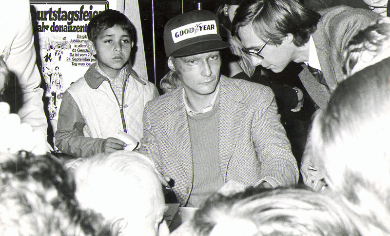 Ο Νίκι Λάουντα με θαυμαστές του