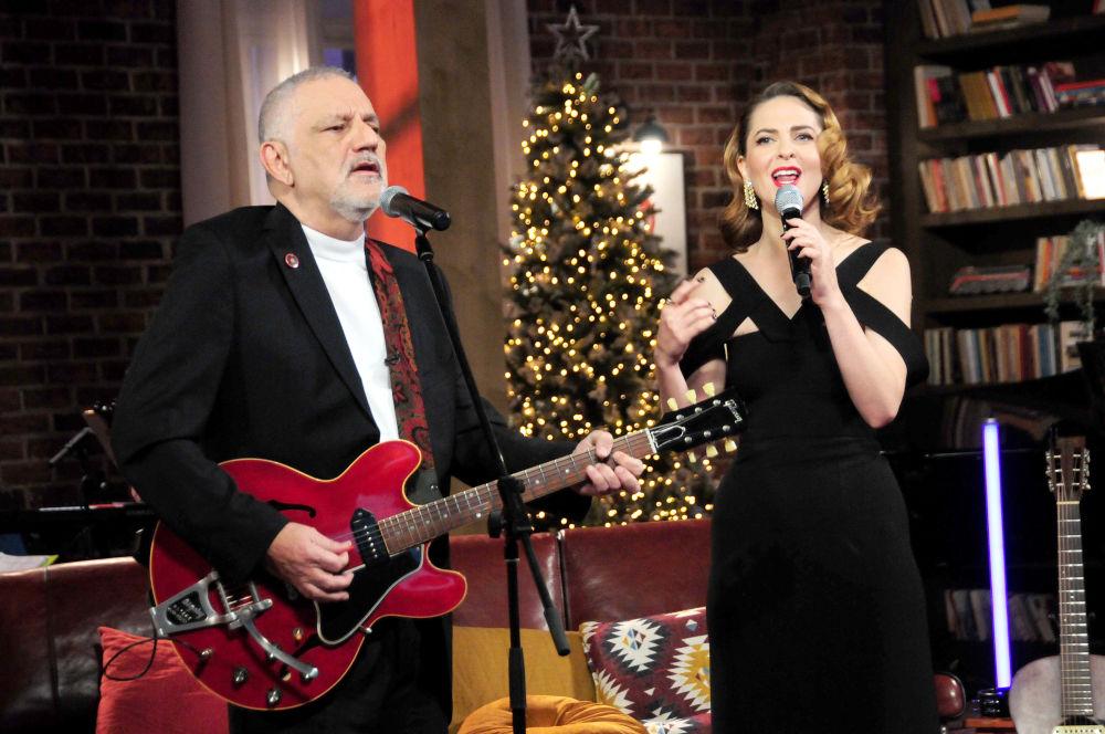 Ο Νίκος Πορτοκάλογλου και η Ρένα Μόρφη στο πρωτοχρονιάτικο σόου της ΕΡΤ