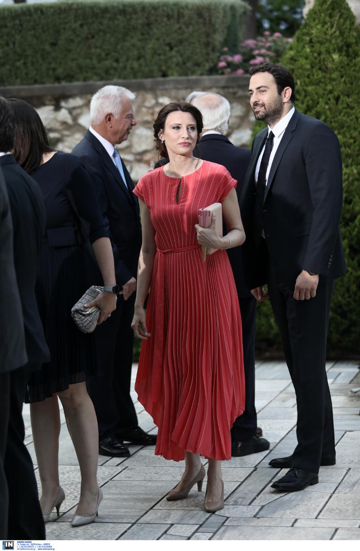 Η Νίνα Κασιμάτη με κόκκινο φόρεμα