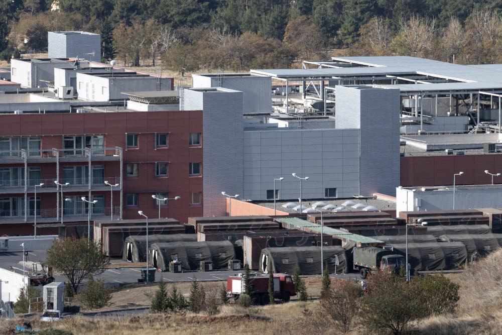 Σκηνές για κινητές μονάδες έξω από το 424 στρατιωτικό νοσοκομείο