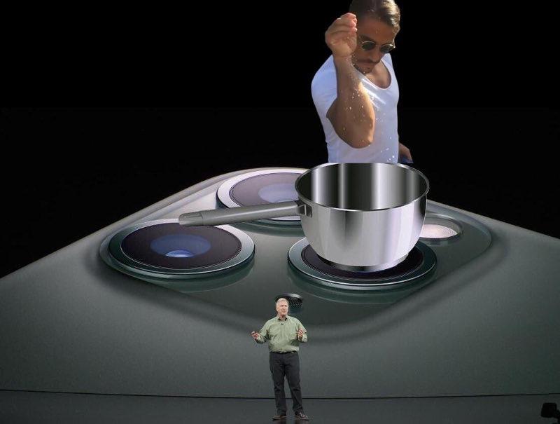 Η κάμερα του iPhone ως μάτια κουζίνας με κατσαρόλα και τον Νουσρέτ