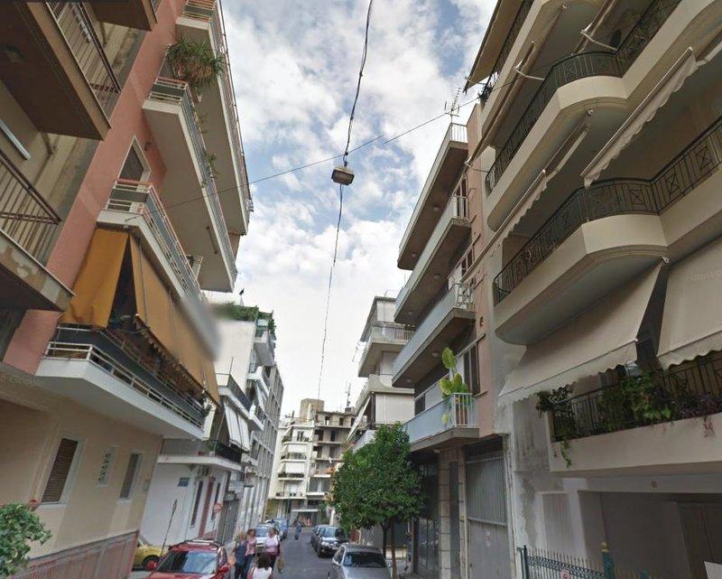 Εικόνα από την οδό Μελαντίας στο Νέο Κόσμο, όπου βρίσκεται η φασαριόζικη πολυκατοικία Airbnb.