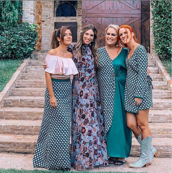Η Αθηνά Οικονομάκου με τις τρεις νονές και πολύ καλές φίλες της Βάσω Λασκαράκη, Νικόλ Παναγιώτου και Εύη Πρεβενά