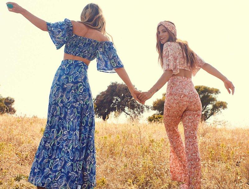Αθηνά Οικονομάκου και Μαίρη Συνατσάκη ρούχα