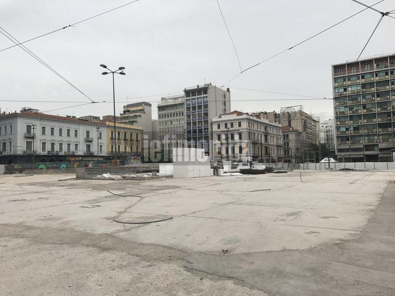Αρχές καλοκαιριού αναμένεται να παραδοθεί η νέα πλατεία Ομονοίας στους πολίτες.