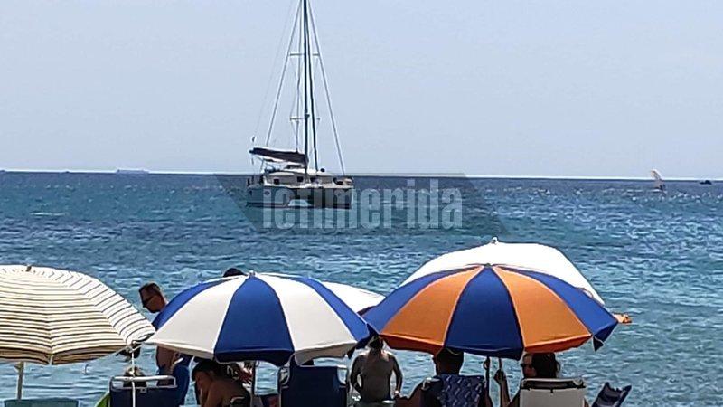 Ομπρέλες σε παραλίες