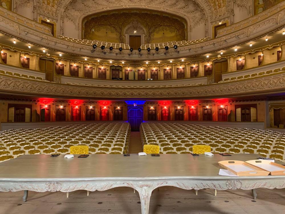 Το εσωτερικό της όπερας του Vichy έτοιμο για τους κριτές του Masterchef 3