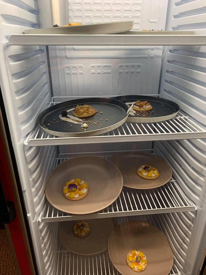 τα πιάτα των διαγωνιζόμενων του Masterchef μέσα στο ψυγείο