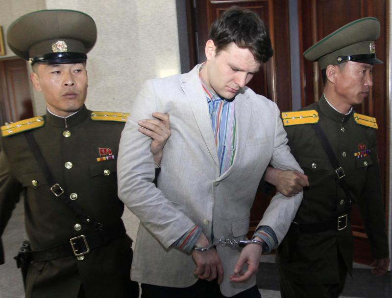Ο Αμερικανός φοιτητής Όττο Γουόρμπιερ, κρατούμενος στη Βόρεια Κορέα.