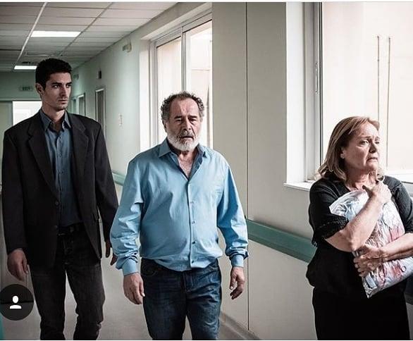 Ο Δημήτρης Γκοτσόπουλος σε σκηνή από τη σειρά «Ου Φονεύσεις» με την Μαρία Καβογιάννη