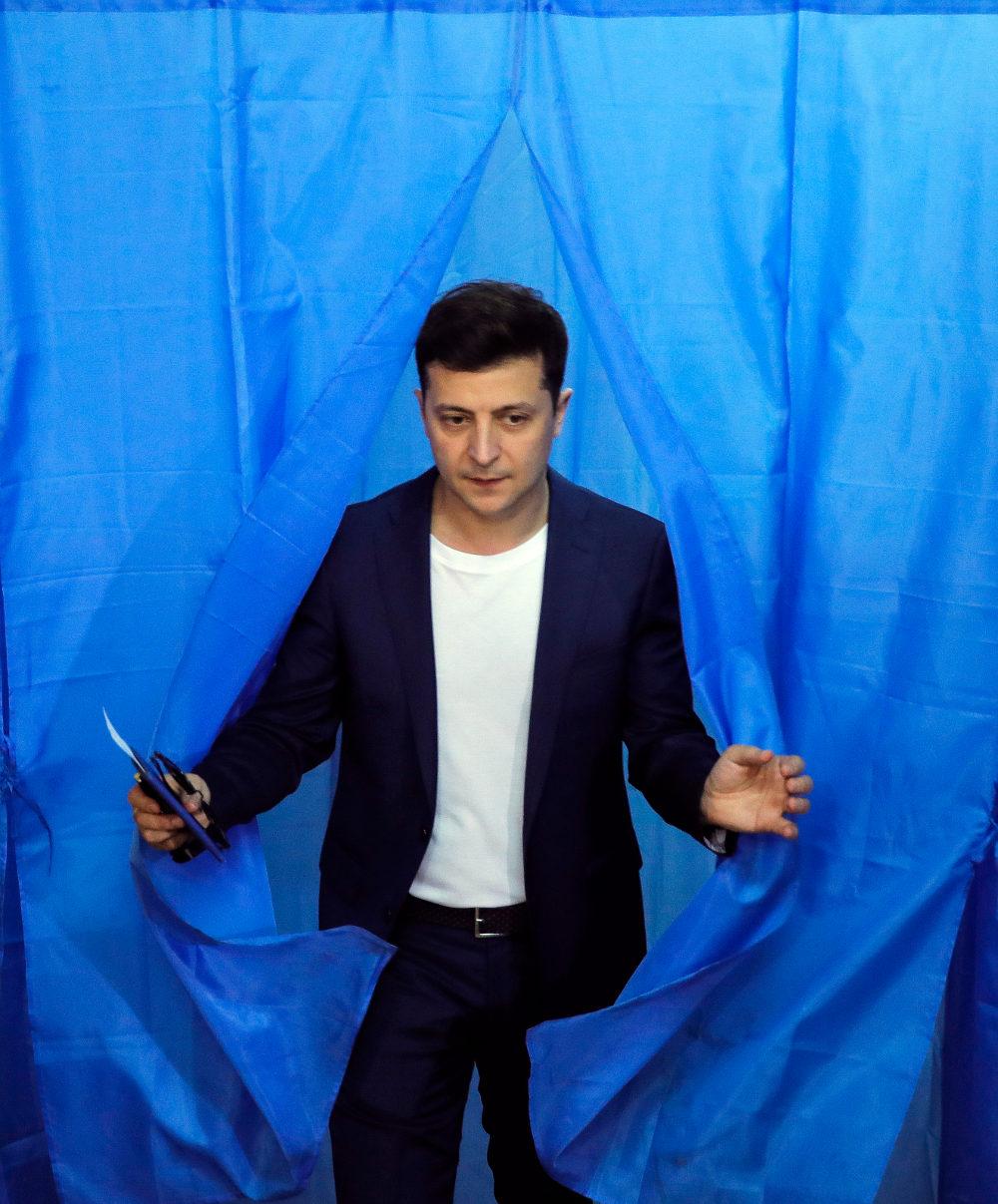 Ο Βολόντιμιρ Ζελένσκι στο παραβάν των εκλογών στην Ουκρανία