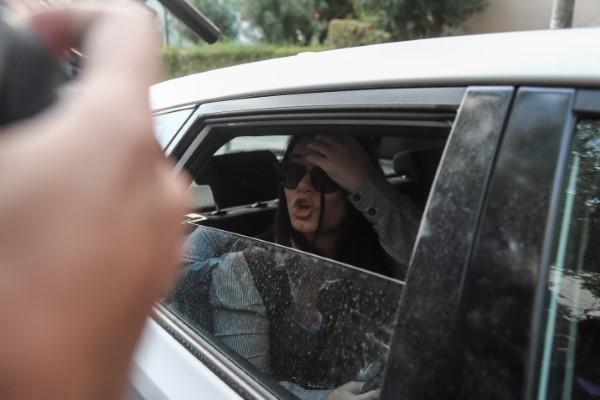 Η Ουρανία Μιχαλολιάκου κάνει το δικό της σόου, βρίζοντας  τους δημοσιογράφους