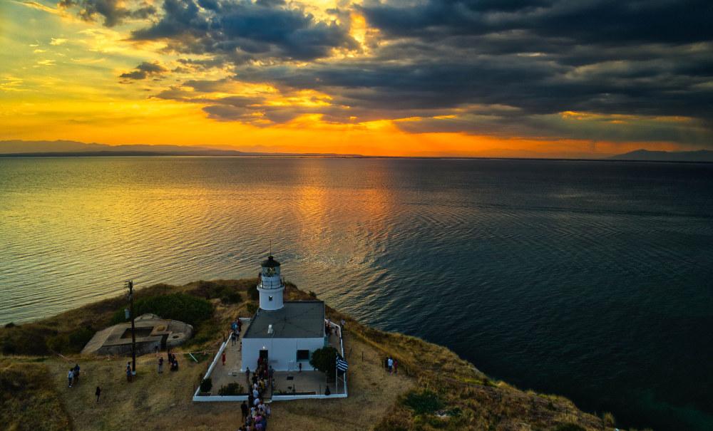 Μια υπέροχη θέα αναμένει όσους επισκεφτούν τον φάρο στο Αγγελόκαστρο Θεσσαλονίκης