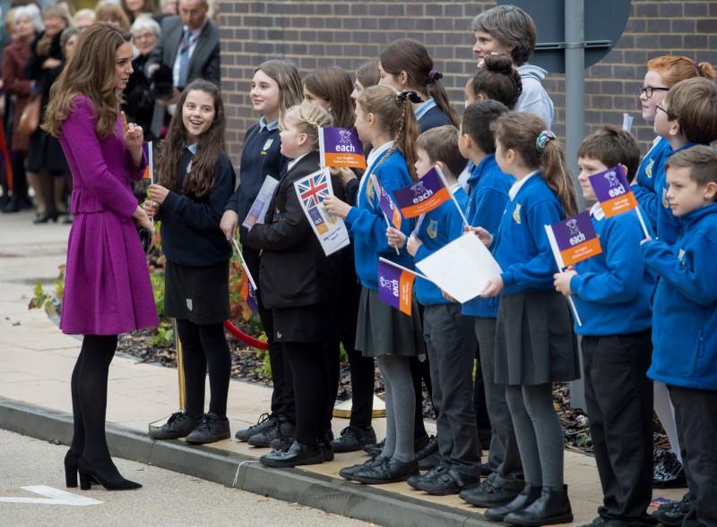 Τα παιδιά υποδέχτηκαν με ενθουσιασμό τη δούκισσα του Κέιμπριτζ