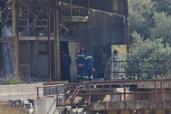 Ερευνες της πυροσβεστικής στο παλιό μεταλλείο στο Μιτσερό, όπου εντοπίστηκαν τα δύο πρώτα θύματα του serial killer