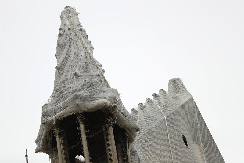 Τμήματα της Παναγίας των Παρισίων σε μουσαμά