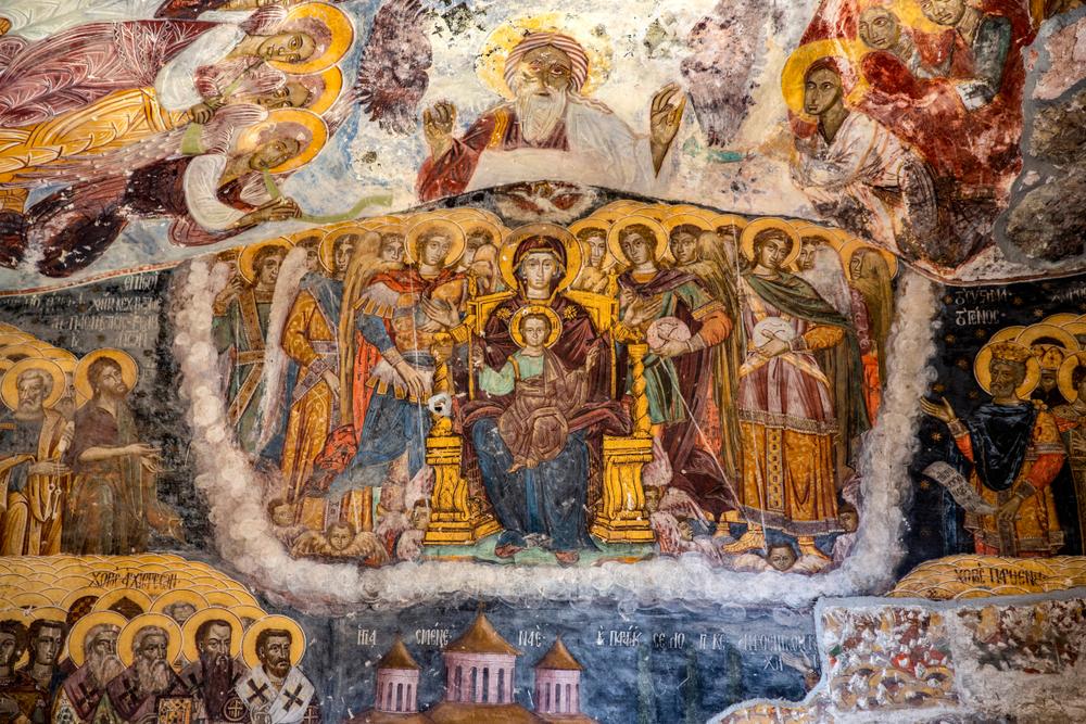Η εικόνα της Παναγίας με τον Ιησού περιστοιχισμένης από αγγέλους. Αγιογραφία στην Παναγία Σουμελά