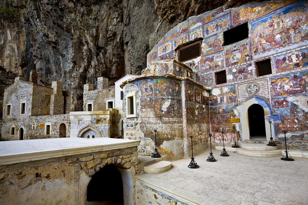 Αγιογραφίες σε τοίχους κτιρίων στο μοναστήρι της Παναγίας Σουμελά στον Πόντο