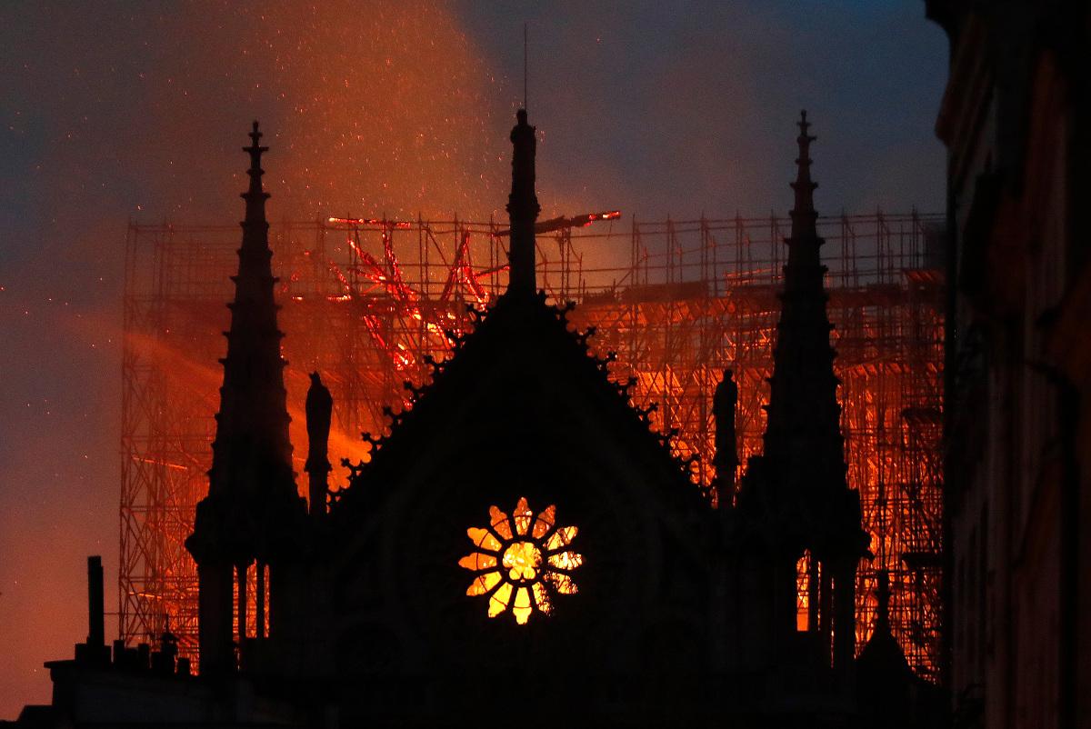 παναγία των παρισίων φωτιά πυρκαγιά