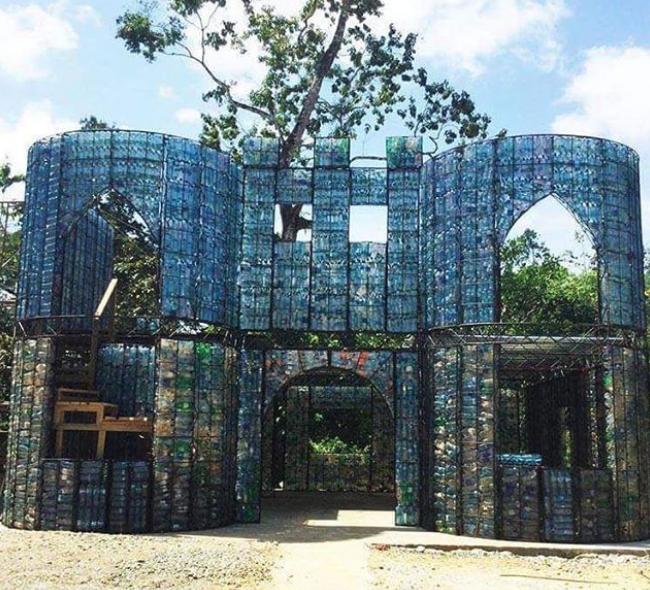 Χωριό από πλαστικά μπουκάλια στον Παναμά