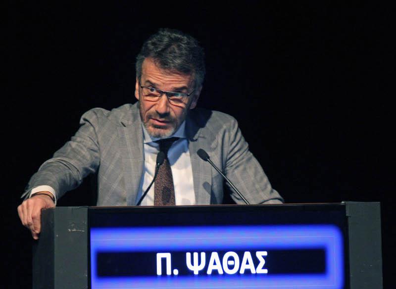 Ο δρ Παναγιώτης Ψαθάς, πρόεδρος της Institute of Life, στο βήμα συνεδρίου το 2017.