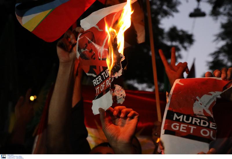 Φωτογραφία του Ρετζέπ Ταγίπ Ερντογάν έκαψαν οι Κούρδοι διαδηλωτές στην Αθήνα