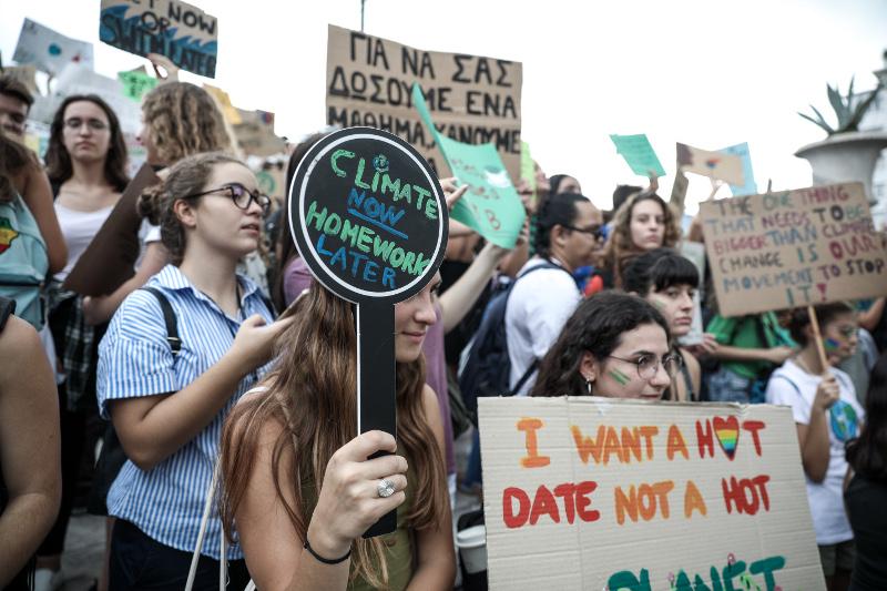 Πανό με χιούμορ στην διαδήλωση των μαθητών