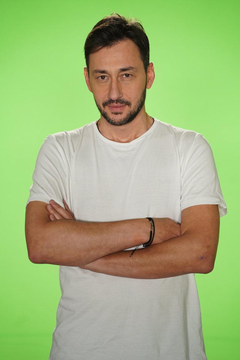 Πάνος Καλλίδης, 43 ετών, Τραγουδιστής