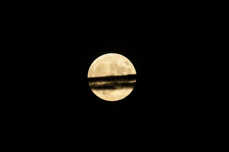 Το ολόγιομο φεγγάρι του Αυγούστου πάνω από την Αττική
