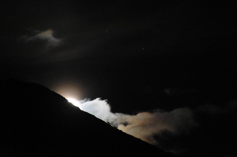 Η πανσέληνος ξεπροβάλει στον αργολικό ουρανό