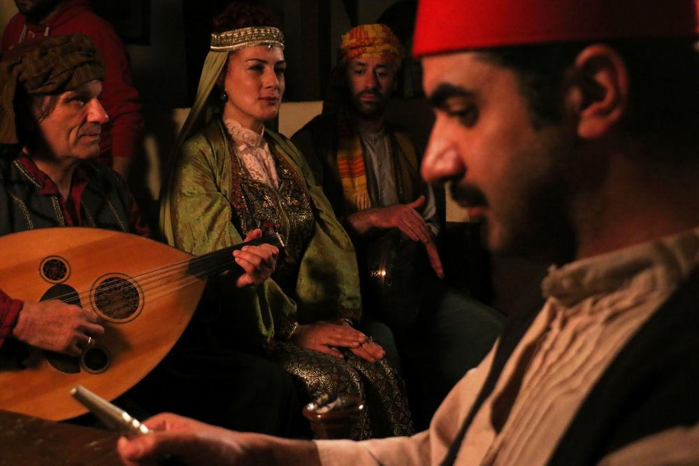 Παραδοσιακές φορεσιές, ποντιακή διάλεκτος και παραδοσιακά μουσικά όργανα στη σειρά «Το Κόκκινο Ποτάμι»