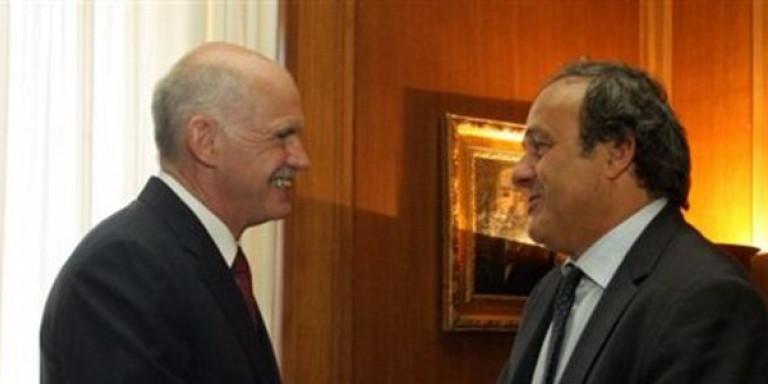 Ο Μισέλ Πλατινί με τον Γιώργο Παπανδρέου, το 2011