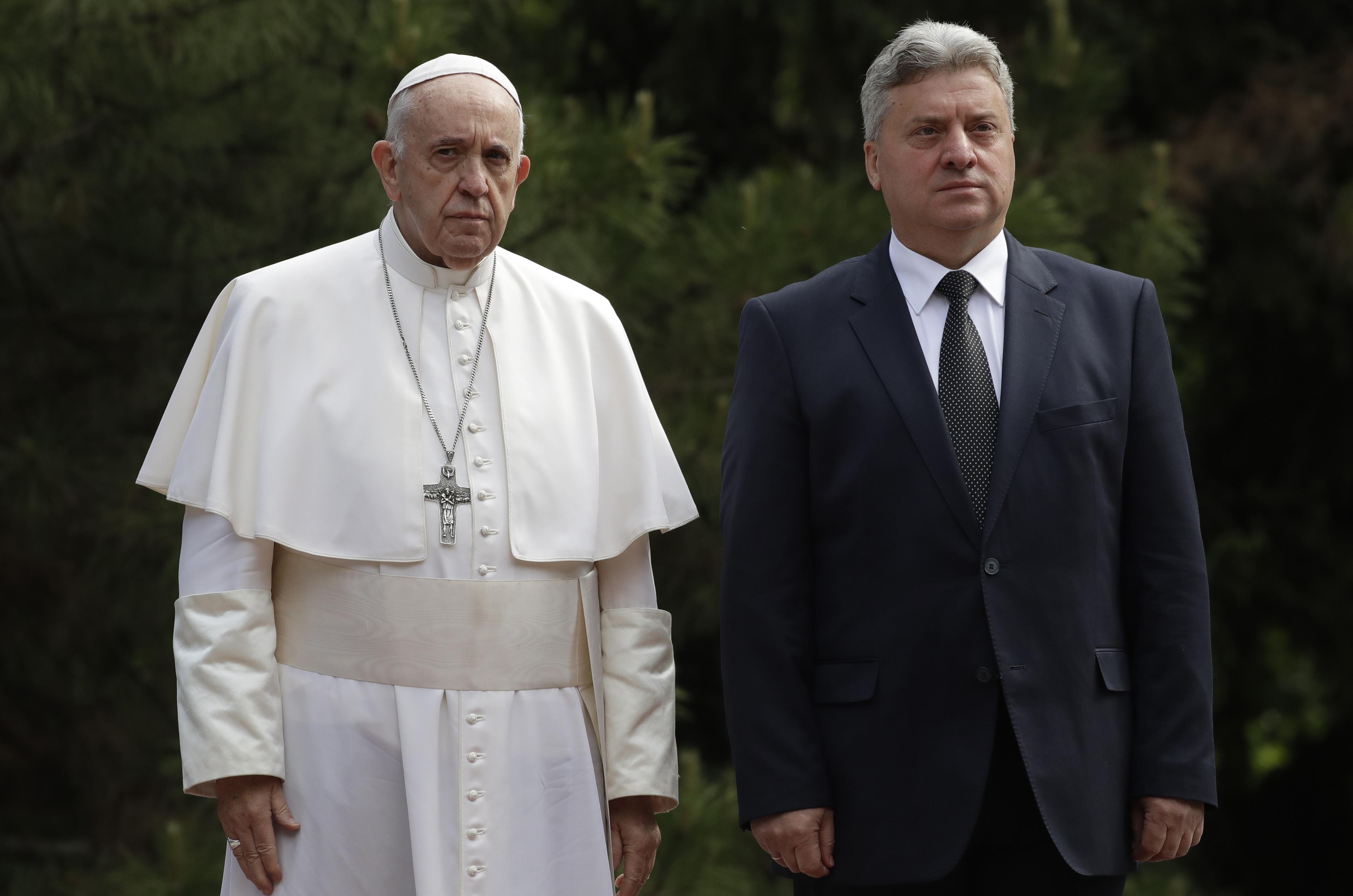 Ο Πάπας με τον Γκιόρκγκι Ιβάνοφ / Φωτογραφία: AP/Thanassis Stavrakis