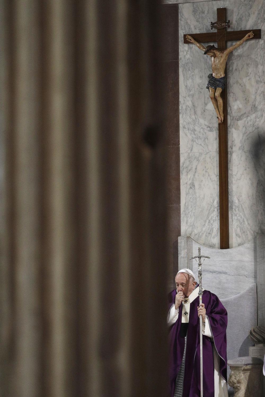 Ο Πάπας Φραγκίσκος κατά την απογευματινή λειτουργία την Τετάρτη