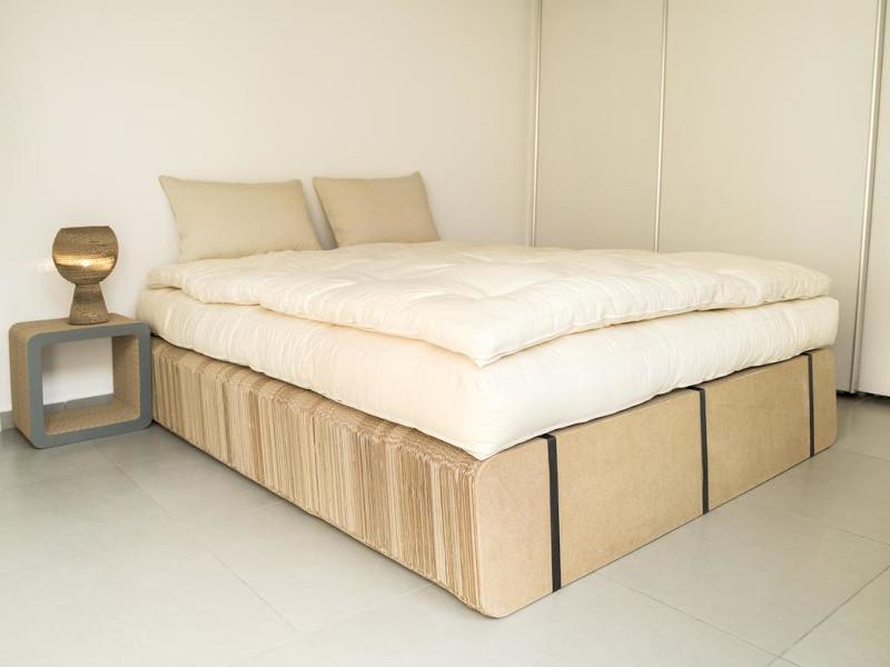Κρεβάτι από χαρτόνι